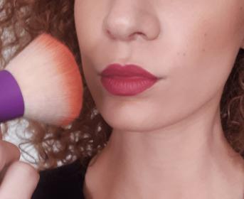 Astuce rouge à lèvres longue tenue